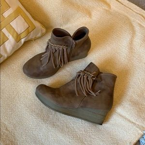 Girl Boots Size 4